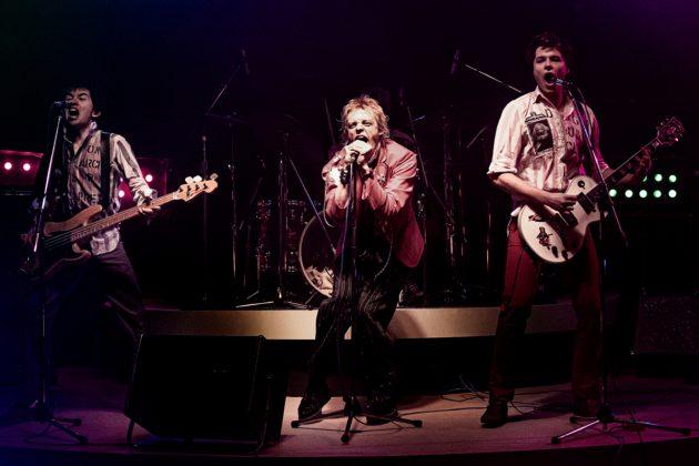 """Ο Steve Jones, ο θρυλικός κιθαρίστας των Sex Pistols παίρνει μορφή στη σειρά έξι επεισοδίων """"Pistol"""""""