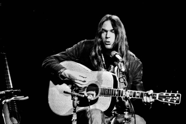 O Neil Young κυκλοφορεί σε album το live 'Young Shakespeare' του 1971
