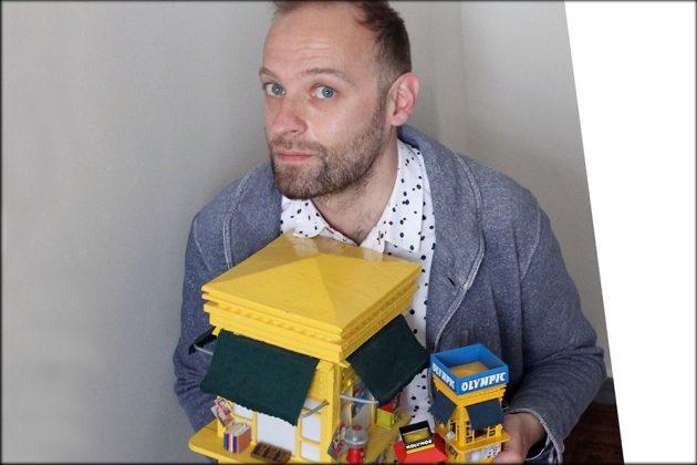 Ο Ανδρέας Finch δημιουργεί μινιατούρες από τα αγαπημένα μας περίπτερα στην Αθήνα