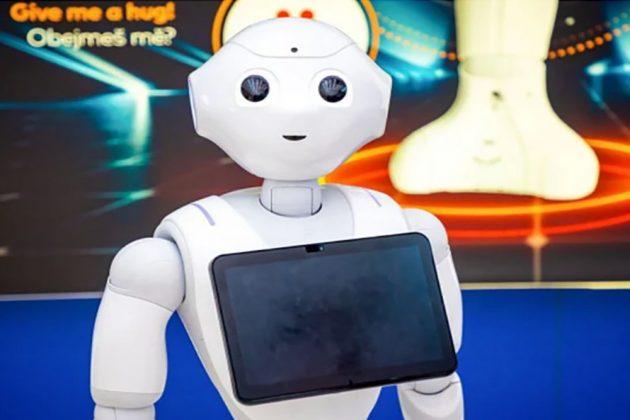 Ο Pepper, που υπάρχει και στην Ελλάδα, έγινε το πρώτο ρομπότ το οποίο…μιλάει στον εαυτό του φωναχτά!